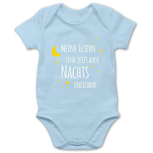 Shirtracer Sprüche Baby - Meine Eltern sind jetzt auch Nachts erreichbar - 3/6 Monate - Babyblau - Schnuller...