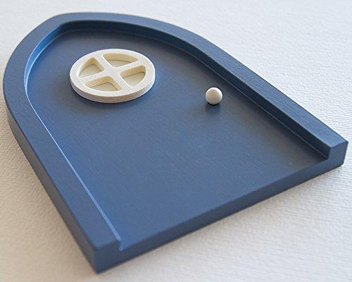 Blaue Wichteltür mit leuchtendem Türfenster - kindersicher und schadstoffrei